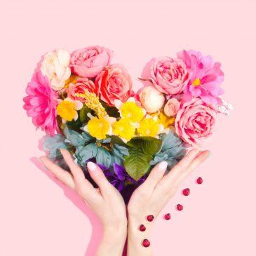 Festa della mamma. L'eleganza di una rosa in un gesto: l'omaggio della Banda di Fino Mornasco alla Croce Verde